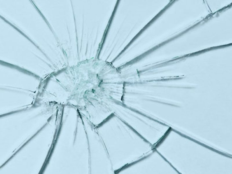 shattered_glass_bleu