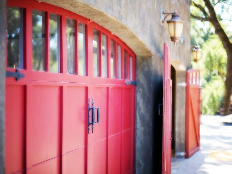 garage-door-553458_1920